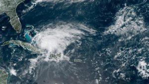 Se prepara Florida para llegada de huracán Isaías