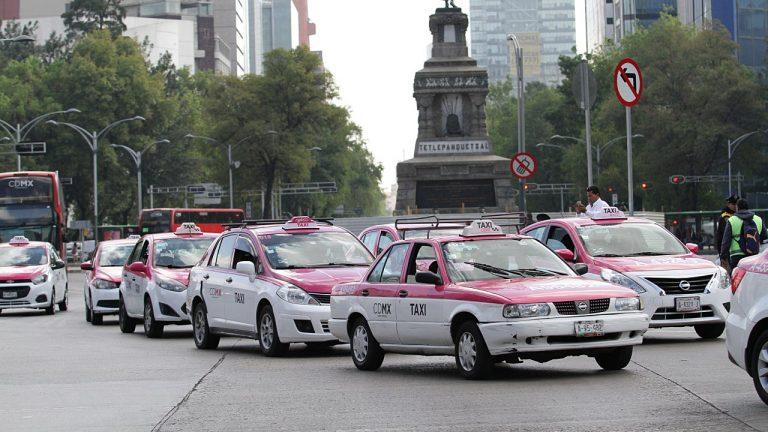 VIDEO: Taxistas de CDMX dan golpiza a presuntos ladrones