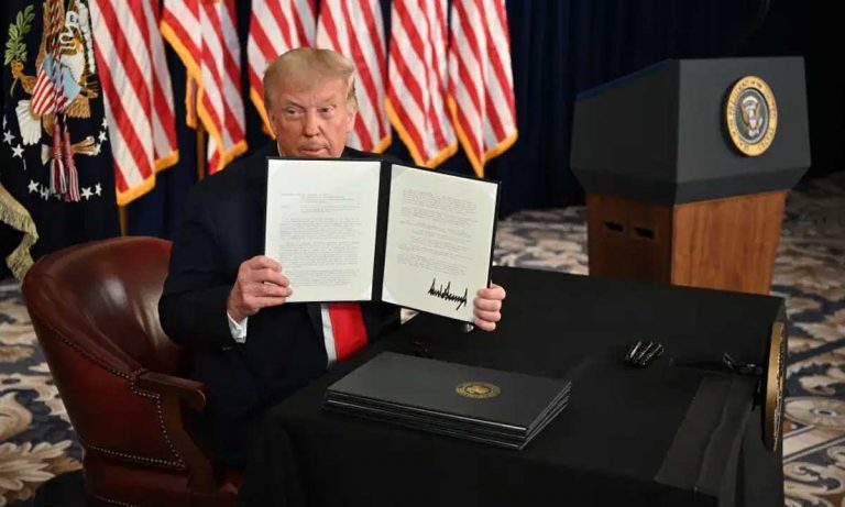 Trump firma nuevas ayudas.