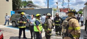 Evacuan empleados por corto circuito en agencia