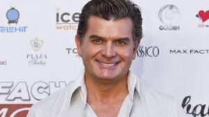 Sergio Basañez estrena novio, es actor de cine para adultos FOTO