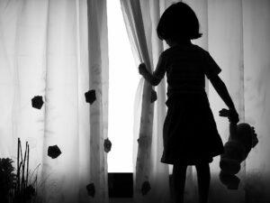 Condenan a abuelo por abusar de sus tres nietas en Texas