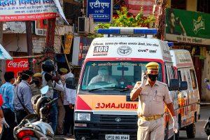 Conductor de ambulancia abusa de paciente con Covid-19 en camino al hospital