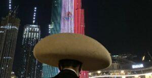 VIDEO: Edificio más alto del mundo se iluminan con la Bandera de México