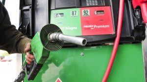 Aplicarán estímulo de gasolina sí dólar y petróleo siguen a la alza