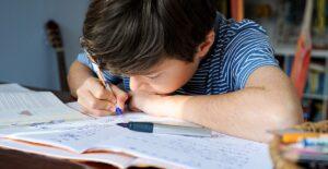 Maestra pide que no le envíen tareas para irse de viaje en pleno ciclo escolar
