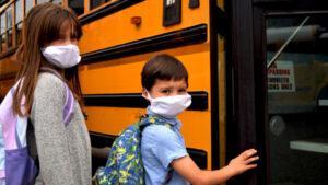 Mas de 4500 estudiantes y trabajadores dan positivo a Covid tras regreso a clases en Texas