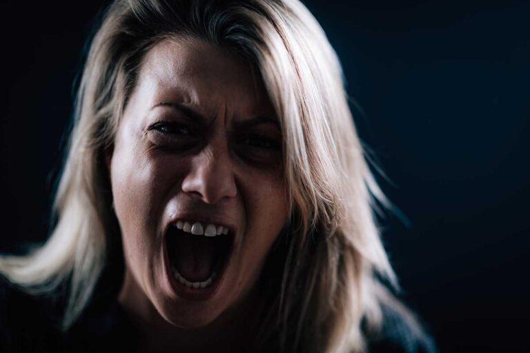 Mujer destruye tienda por no querer respetar medidas Covid
