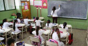 Multan colegio en Nuevo León con $400 mil por dar clases presenciales