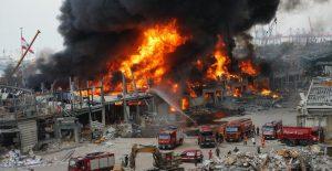 Reportan gran incendio en puerto de Beirut a un mes de mega explosión