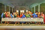 Sacerdote manda pintar 'La última cena' y se incluye en el cuadro