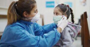 Secuelas del Covid-19 afectan piel, hígado y corazón de niños recuperados