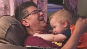 Abuelo es acusado de secuestrar a su propio nieto por ser de diferente color