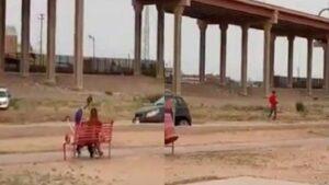 Agente de la Patrulla Fronteriza juega con niño en bordes del Río Bravo