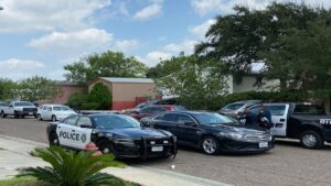 Laredo, Texas: Jovencita se da balazo en el pecho