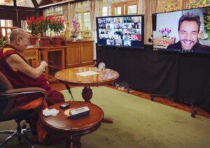 Eugenio Derbez tiene plática con Dalai Lama (VIDEO)