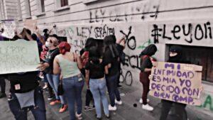Demandarán penalmente a feministas que grafitearon presidencia municipal de Tampico
