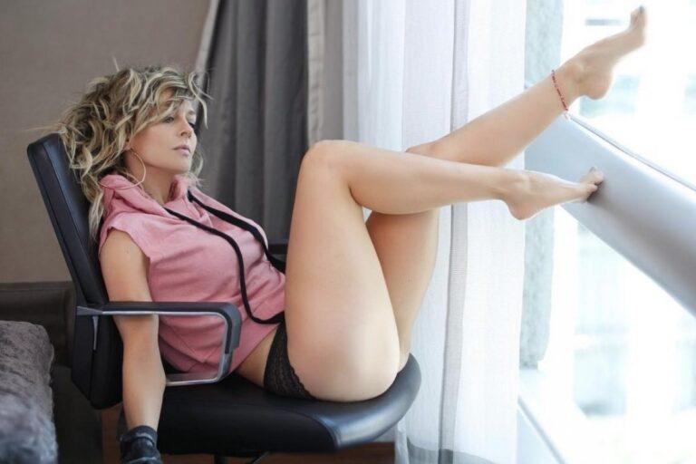 Fey posa en bikini y paraliza Instagram con sus curvas