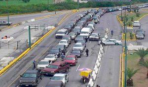 Reportan largas filas para cruzar a Laredo, Texas
