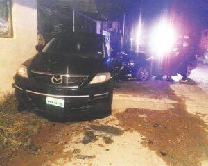 Se estrella contra autos estacionados