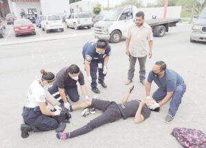 Destroza rodilla a un motociclista