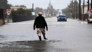 Tormenta Beta se debilita a depresión tropical en costas de Texas
