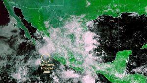 Tormenta 'Julio' se acerca peligrosamente a las costas de Jalisco
