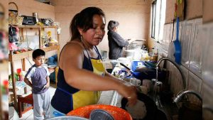 Gobierno da 3 mil pesos a trabajadoras del hogar desempleadas