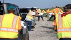 Trabajadores evacuan plataformas ante amenaza de 'Beta' en el Golfo
