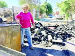 Piden ayuda para reconstruir su casa consumida por el fuego