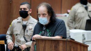 Actor de cine para adultos Ron Jeremy podría pasar 300 años en la cárcel