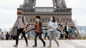 Alerta en París, ordenan cierre de espacios por rebrote de Covid