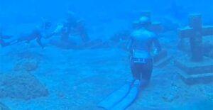 ¿Cementerio submarino? Buzos lo exploran y esto encontraron
