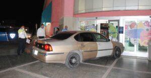 Entra a centro comercial con todo y auto en Nuevo Laredo