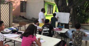 Maestro lleva clases a niños sin tablet e internet en Ciudad Victoria