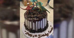 Mujer pago pasteles de cumpleaños a otros niños en honor a su hijo muerto