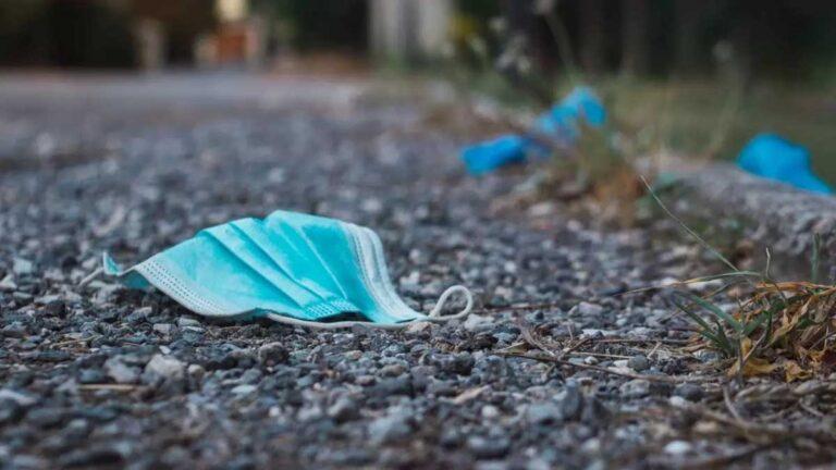Los cubrebocas usados inundan las calles de Nuevo Laredo