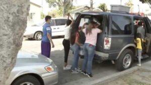 Familia hispana de 13 personas encuentra casa tras vivir un año en su auto