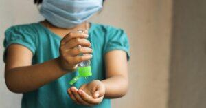 Niña sufre terribles quemaduras en la cara por gel antibacterial; se incendió