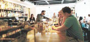Solicitan reapertura de bares al 50 por ciento