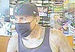 Buscan a hombre tatuado por robar tienda en Laredo, Texas