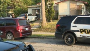 Arrestan a dos niños por matar a hombre que dormía en San Antonio