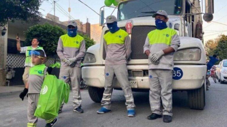 Niño festeja con los recolectores de basura de Monterrey; son sus ídolos