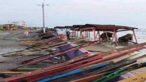 Pega tormenta Delta en playa Bagdad; deja severos daños a su paso