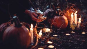 Aprovecha el Halloween con estos rituales para atraer dinero y amor