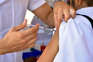 Aplican hoy vacunas gratis