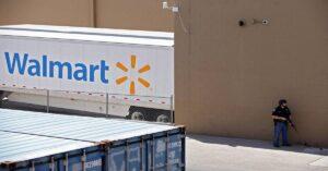 En temporada de elecciones, Walmart reanuda venta de armas