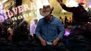 Misterioso hombre tira bota en baile y deja ver su pata de cerdo: Leyenda