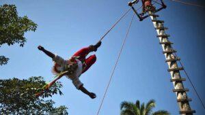Volador de Papantla que cayó de 20 metros de altura lo reportan estable