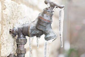 Proteja las tuberías ante clima helado